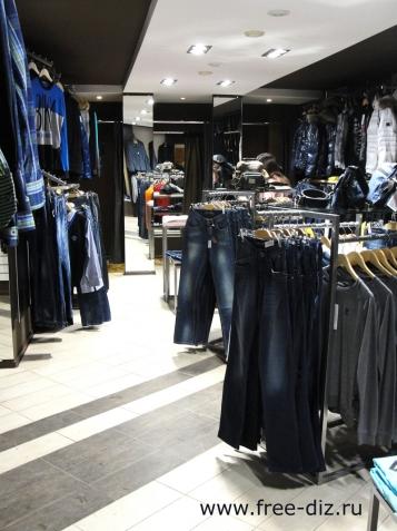 интерьер и торговое оборудование магазина одежды