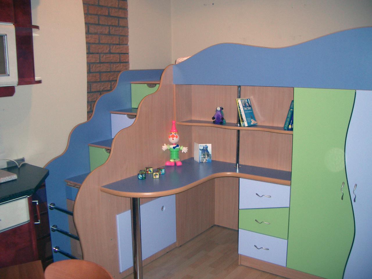 Современные детские комнаты должны быть оснащены удобной и экологически безопасной детской мебелью. Детская мебель, как правило, имеет несколько основных предметов - детские кровати, которые также могут быть двух ярусными, письменные столы и шкафы с тумбочками.